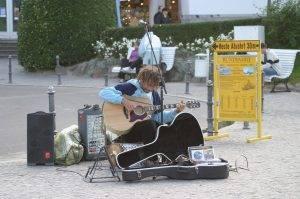 street-musicians-245085_1280